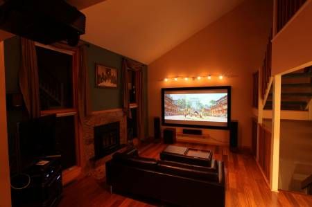 646517243_living_room_night_1.jpg
